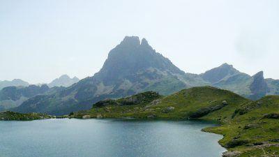 Vuelta Midi d'Ossau. Midi desde Lac Gentau. TreckView
